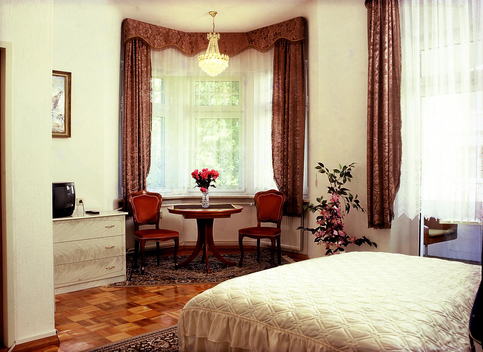 hotel zu den linden dresden w hirsch kontakt. Black Bedroom Furniture Sets. Home Design Ideas